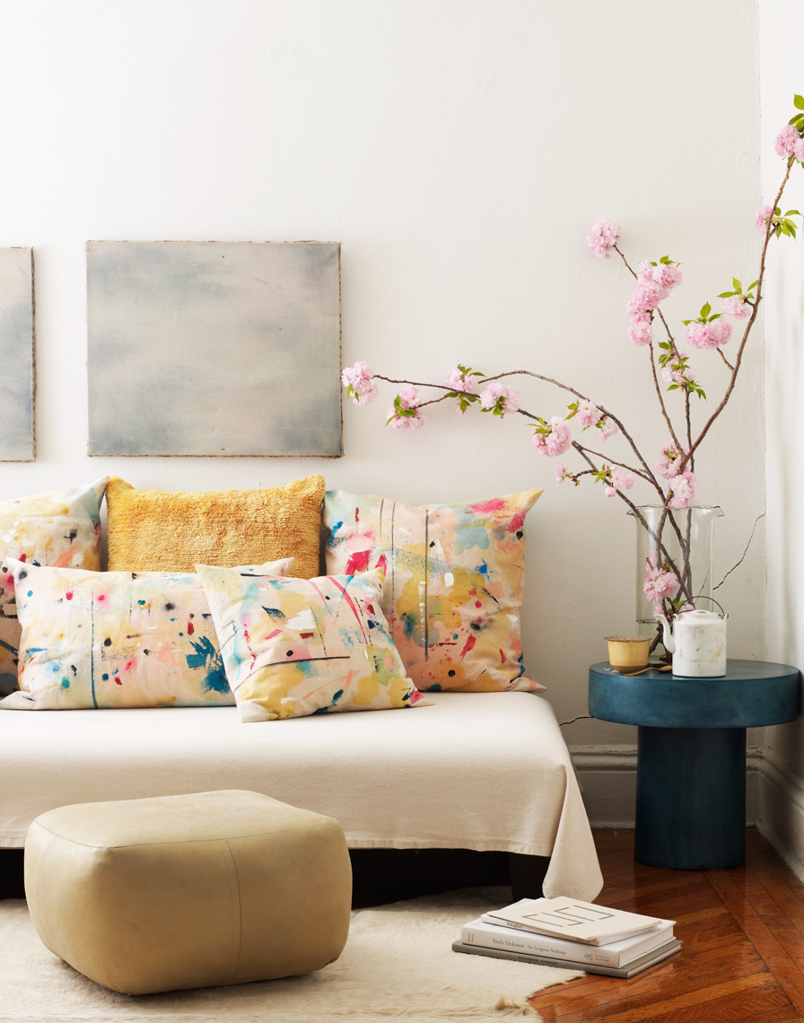 DIY-SPLATTER-PILLOWS